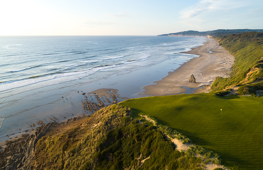 Breathtaking oceanfront golf courses to visit using Ship Sticks
